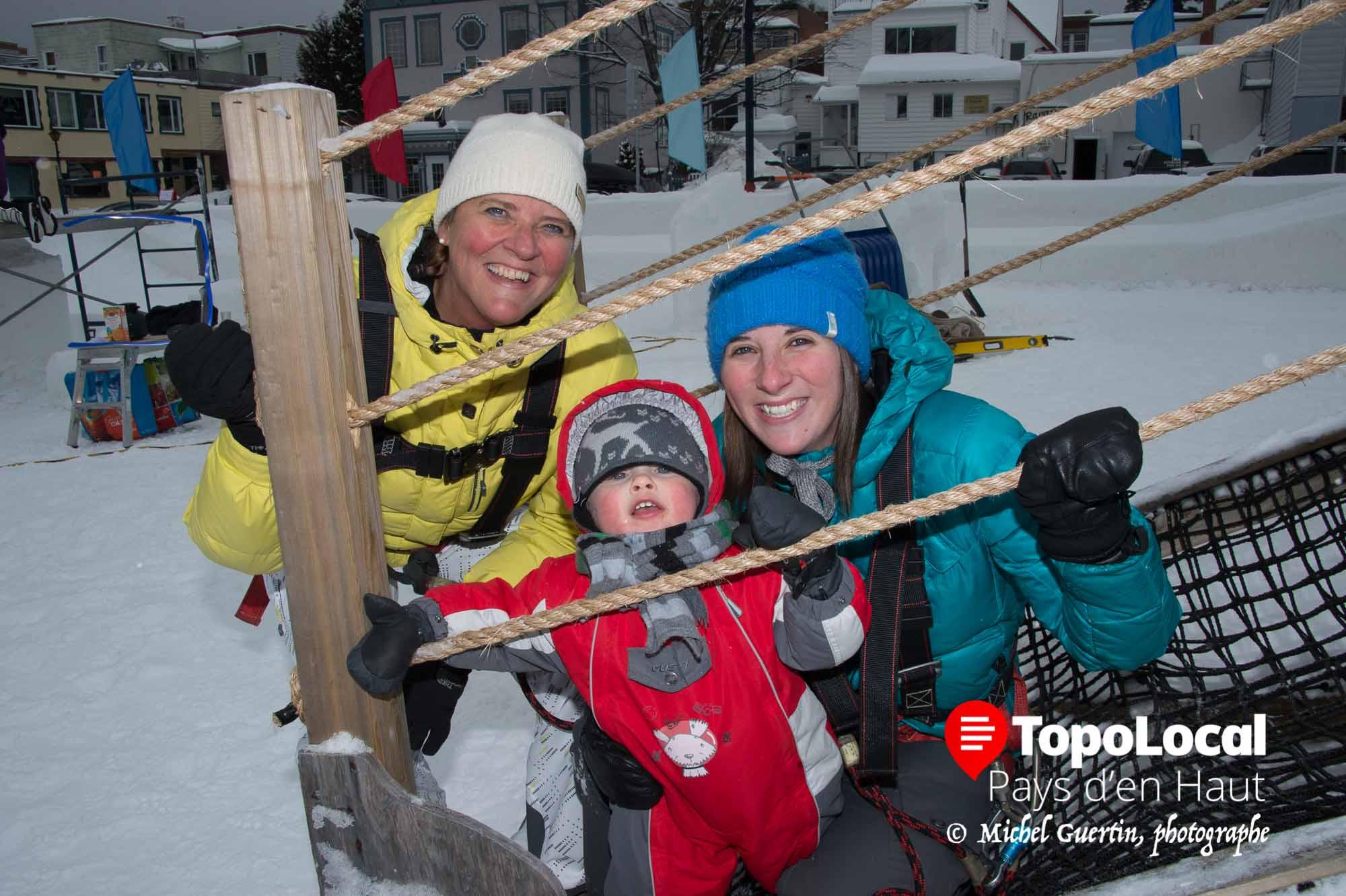 À Festi-Neige en fin de semaine dernière Sylvie Titmus en compagnie de sa fille Catherine Forget on initié leur jeune Théo Lamothe aux jeu d'hébertisme pour les jeines enfants.