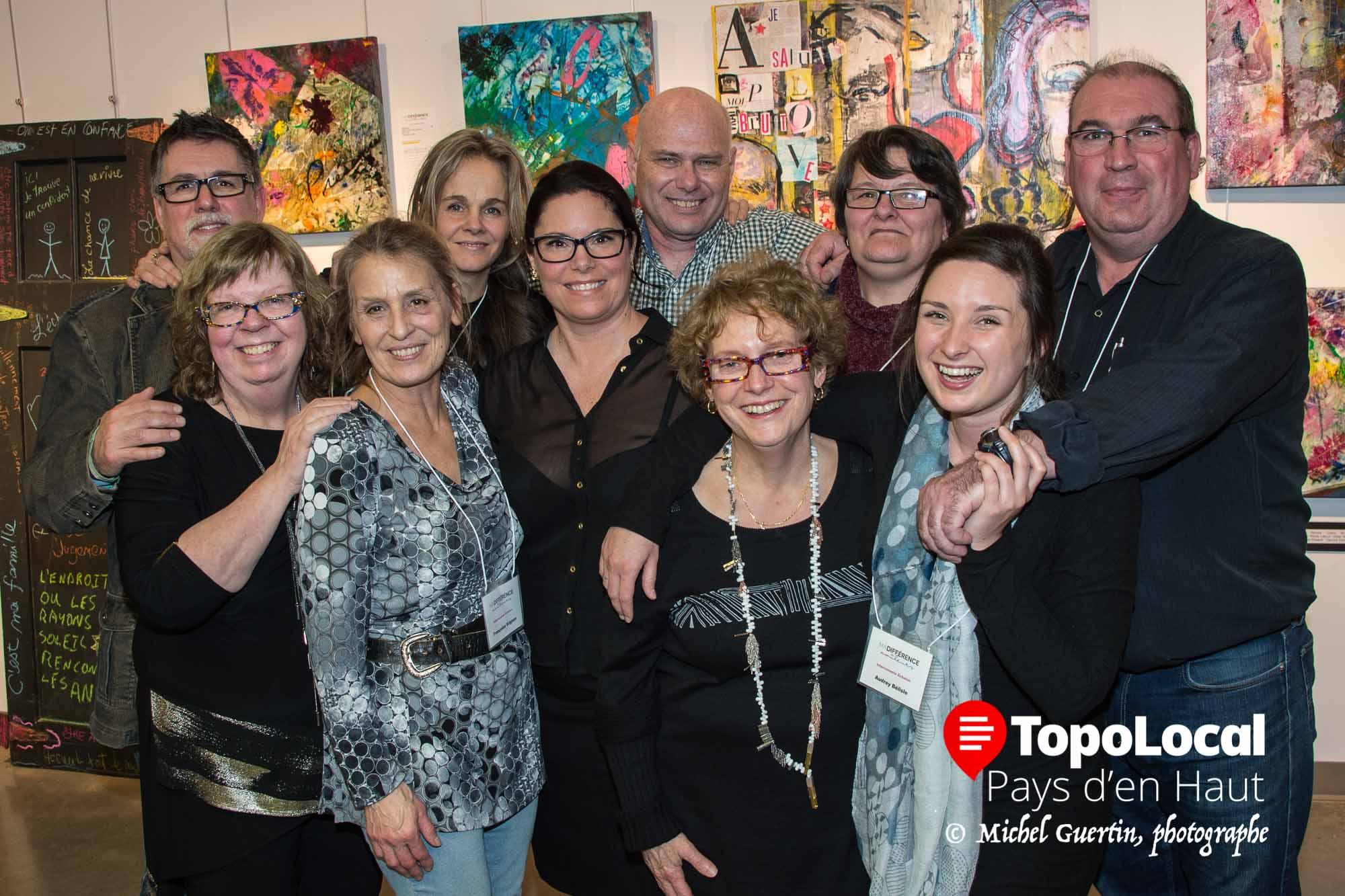 Voici le comité organisateur et quelques bénévoles qui ont fait de ce lancement Ma différence en couleurs une réussite. Il s'agit de Gilles Massé, Lucie Arcand, Francoise Grignon, Lorraine Bérubé, Myriam Lemaire, Earle McCarthy, Nicole Lebrun, Chantal Joubert, Audrey Bélisle et René Chabanel.