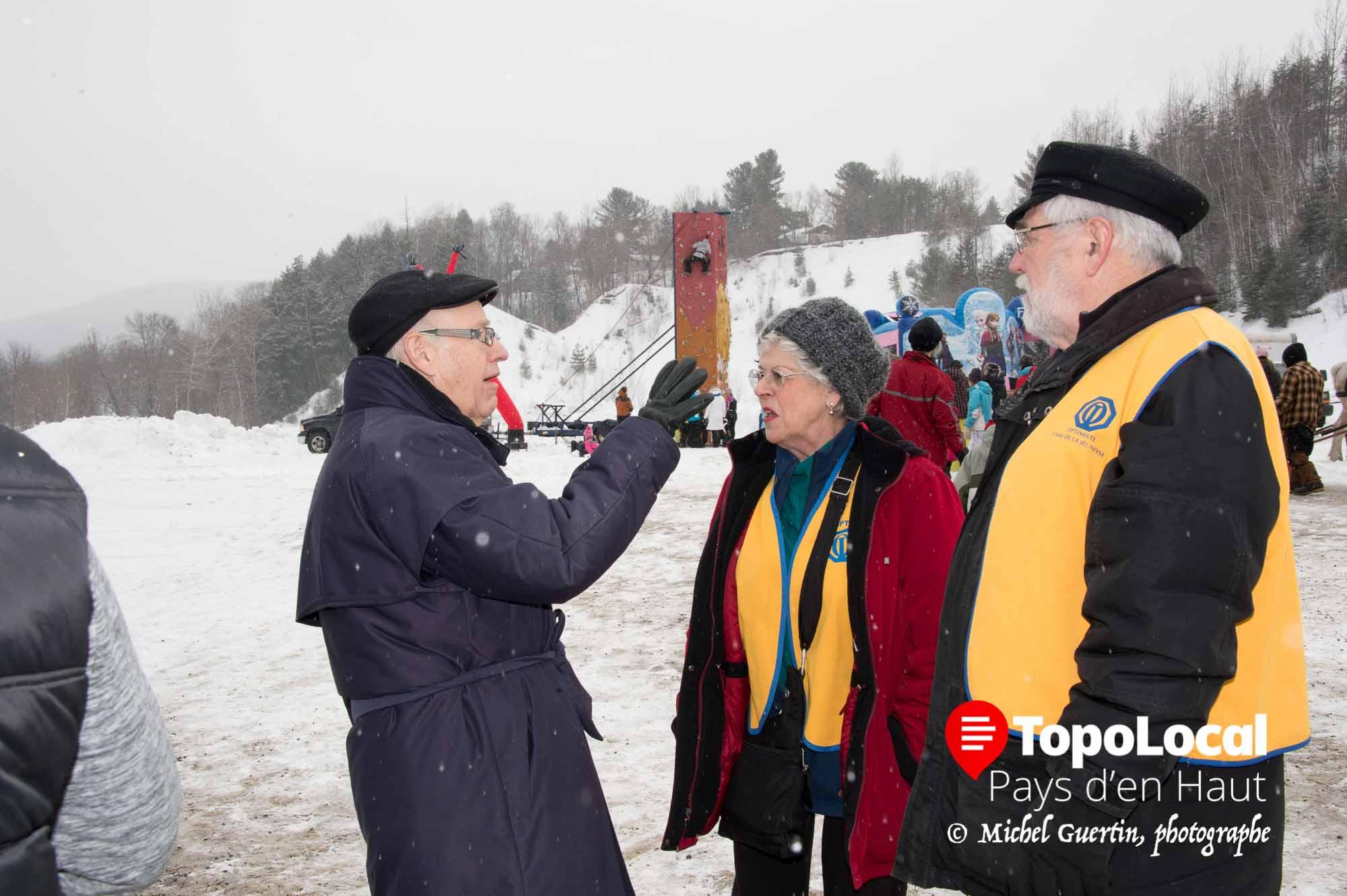 Le maire de Piedmont Clément Cardin en a profité pour rencontrer les citoyens sur place