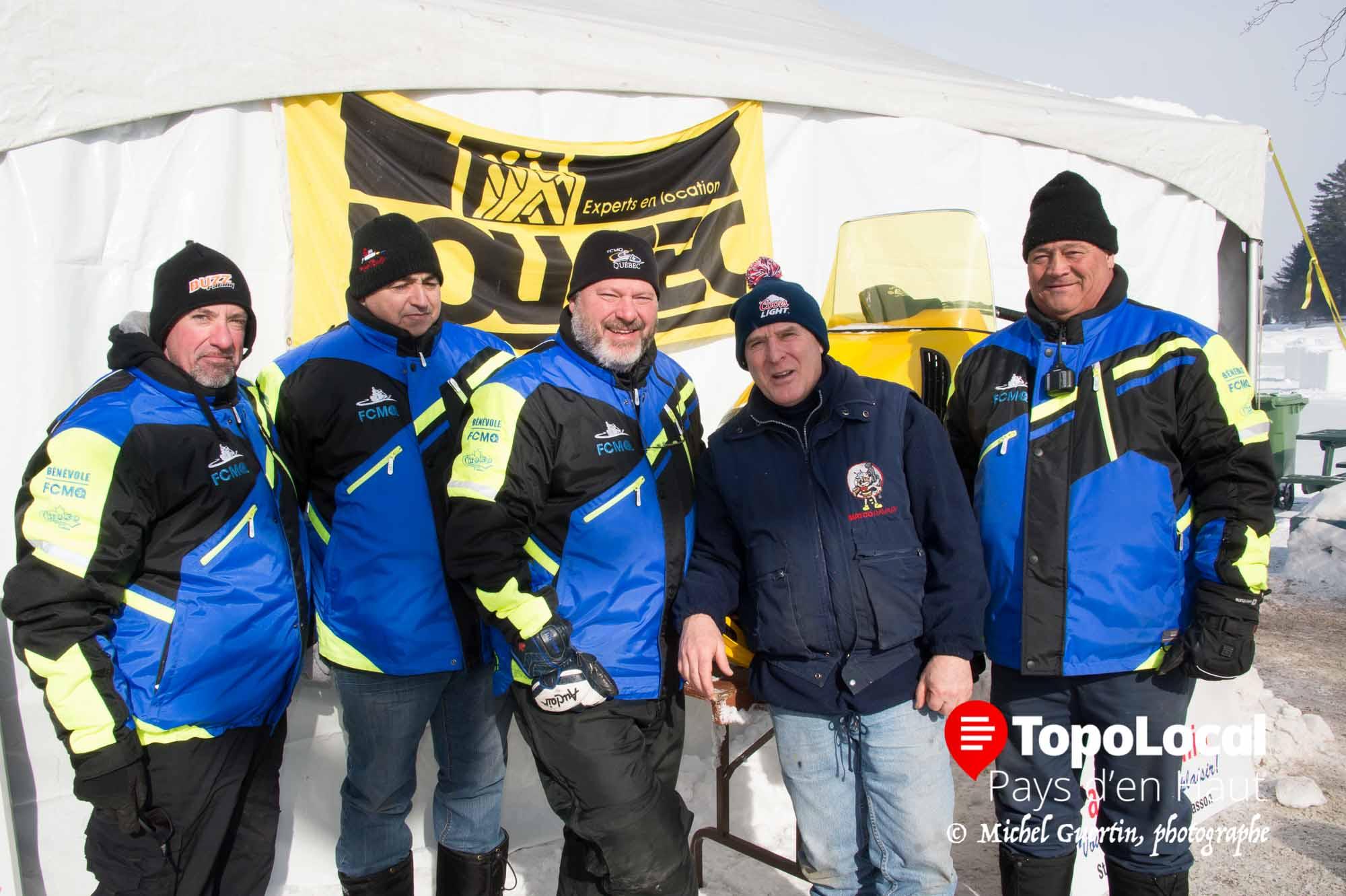 Le grand froid ne les dérangeant pas car ils en ont vu d'autres, voici quelques membres présent du Club de Motoneige Blizzard. Il s'agit de Claude Mongeon, Alain Richer, Daniel Beaudoin, Clément Belval et Daniel Laberge.