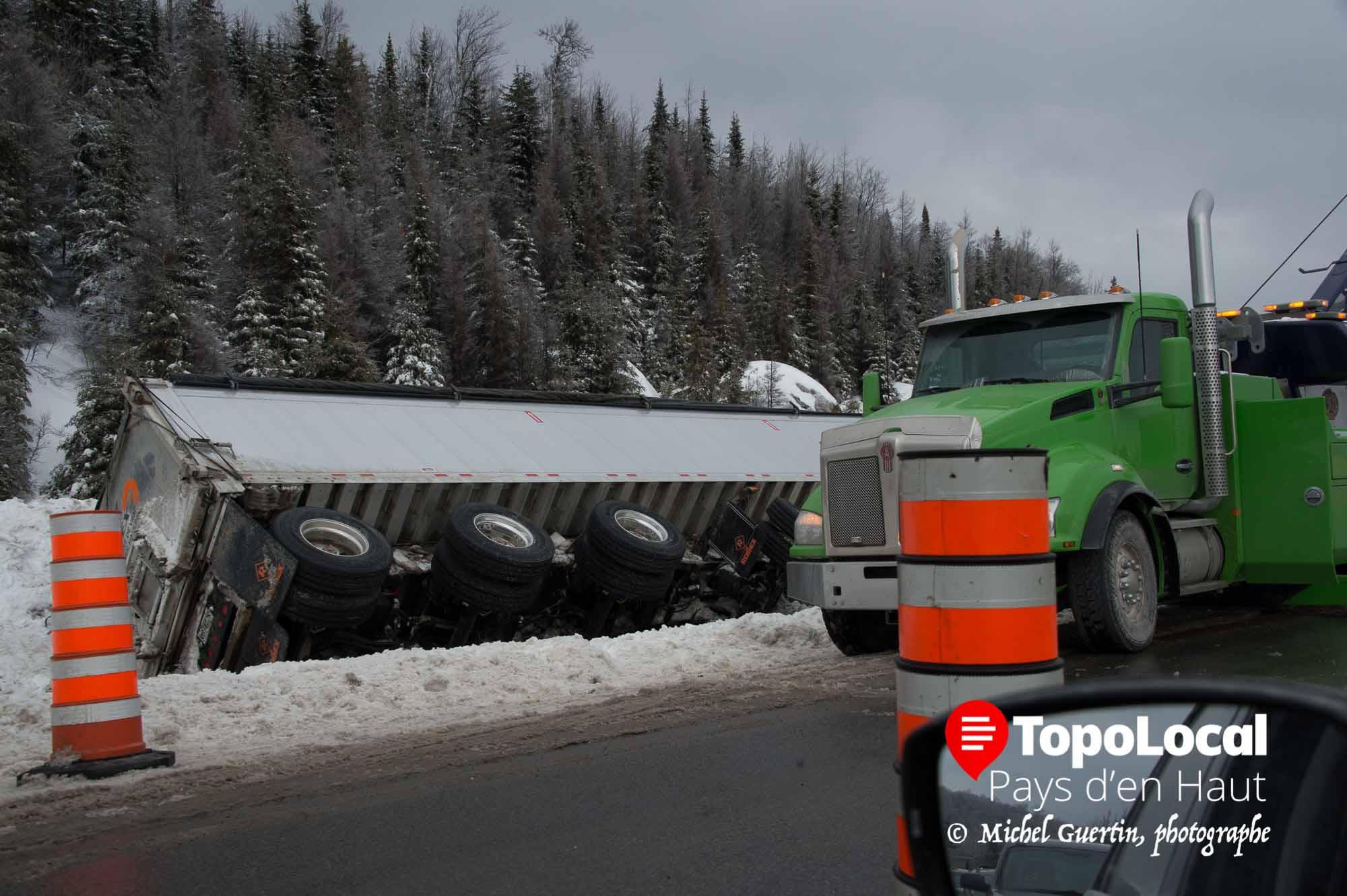 20160217-sainte-adele-accident-autoroute-deversement-cargaison-4