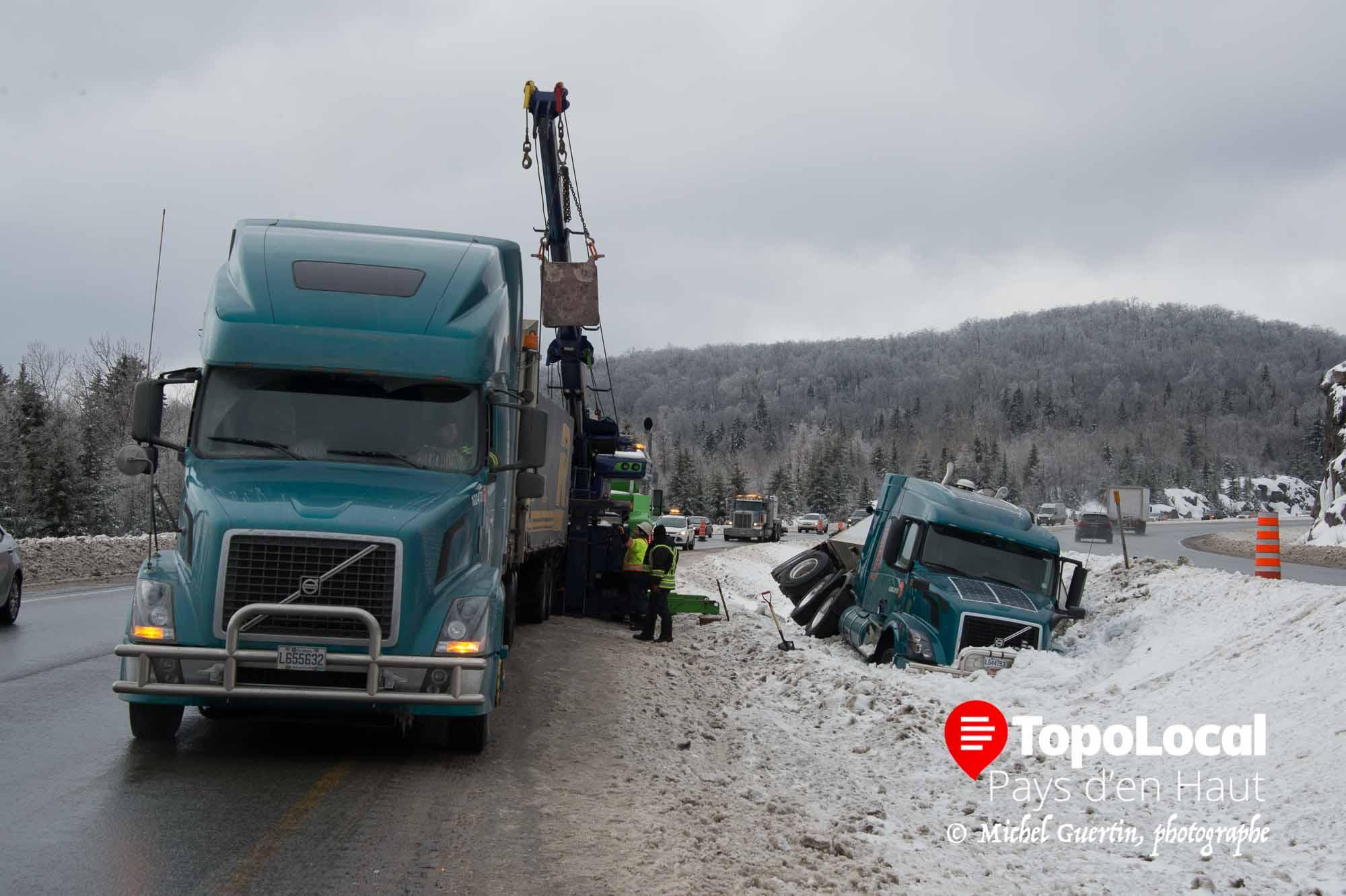 20160217-sainte-adele-accident-autoroute-deversement-cargaison-6
