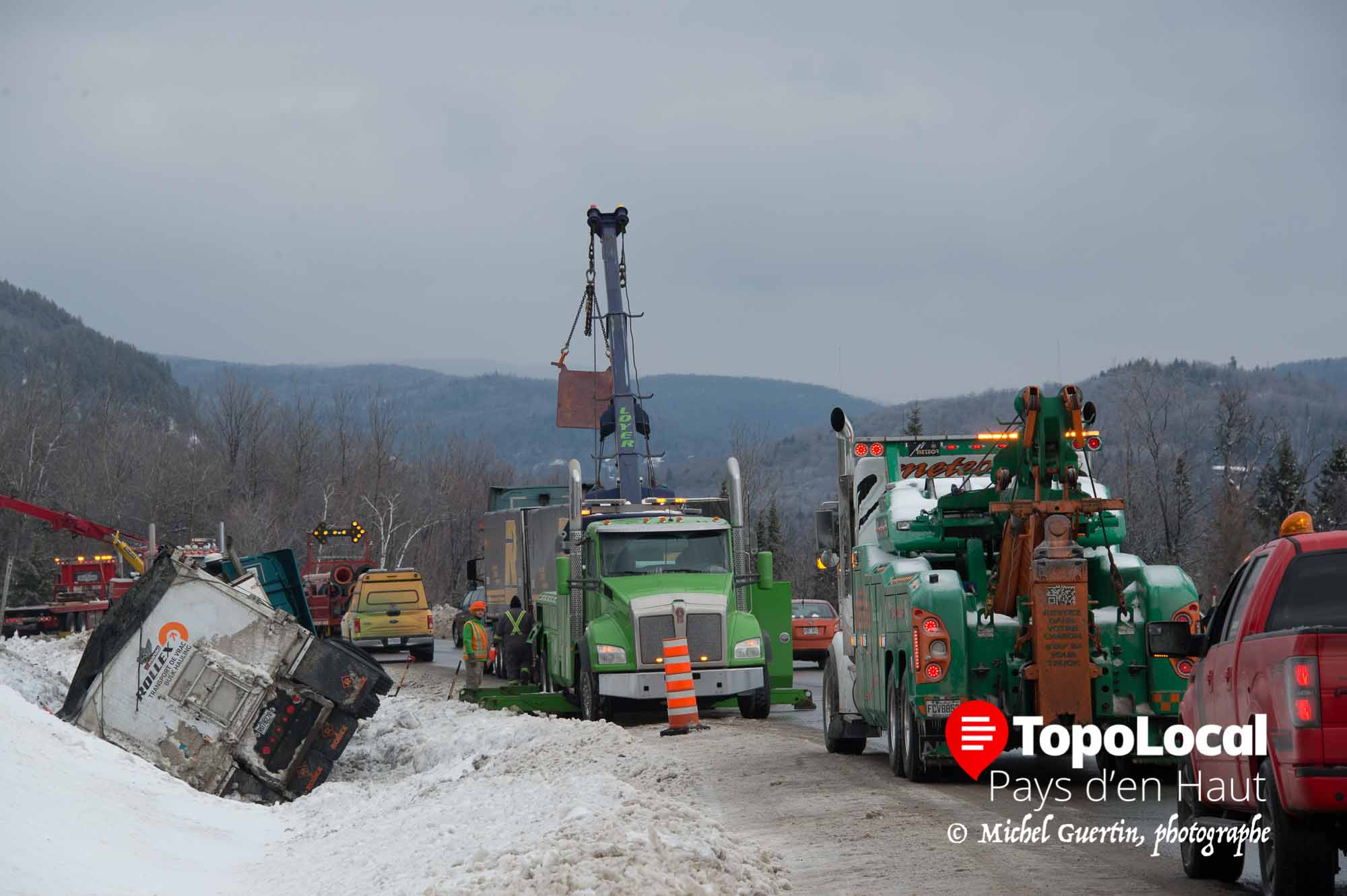 20160217-sainte-adele-accident-autoroute-deversement-cargaison