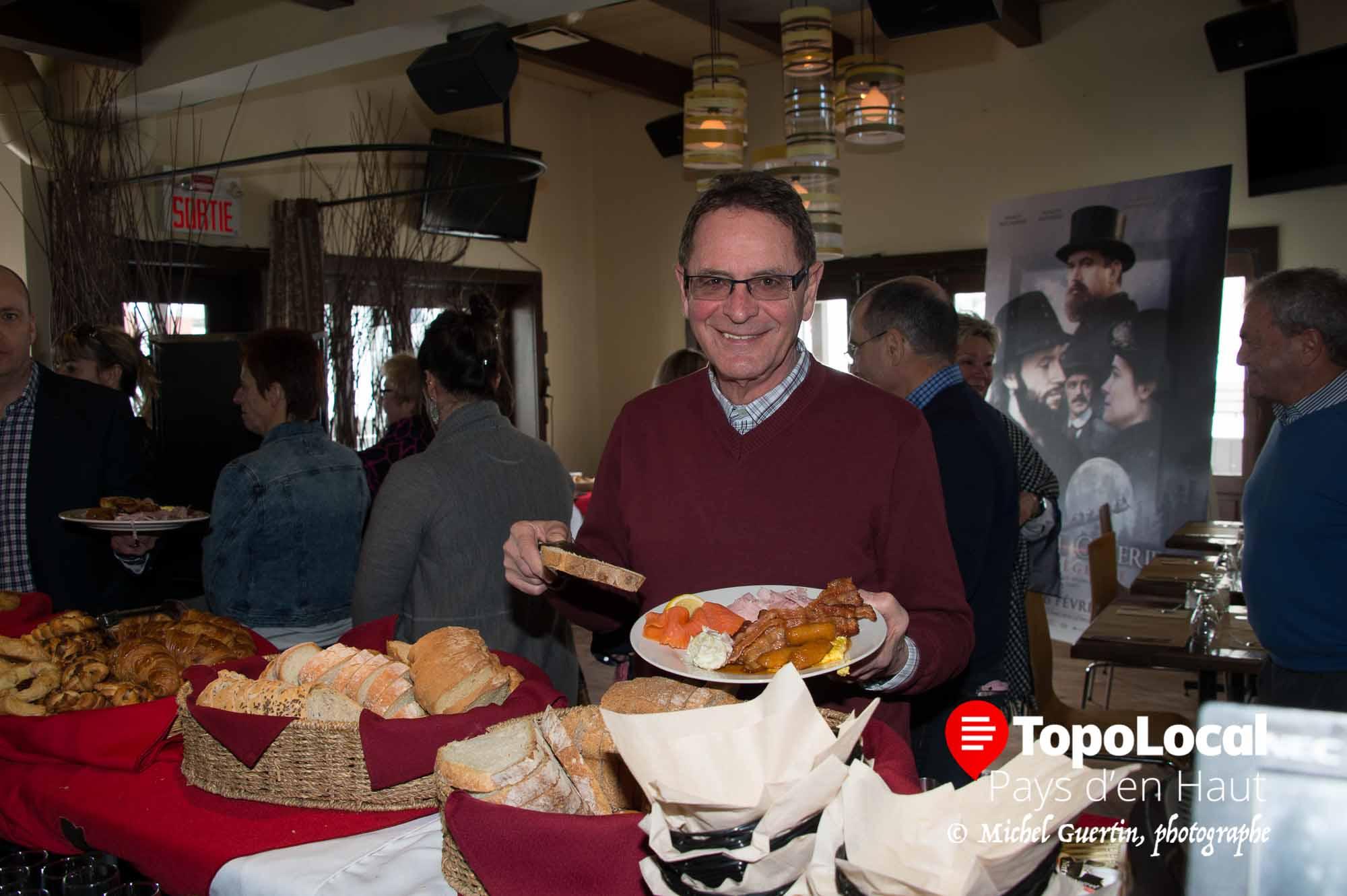 André Mousseau du restaurant Luau a apprécié de changer de menu pour cette première en venant visiter son ami Louis Desjardins.