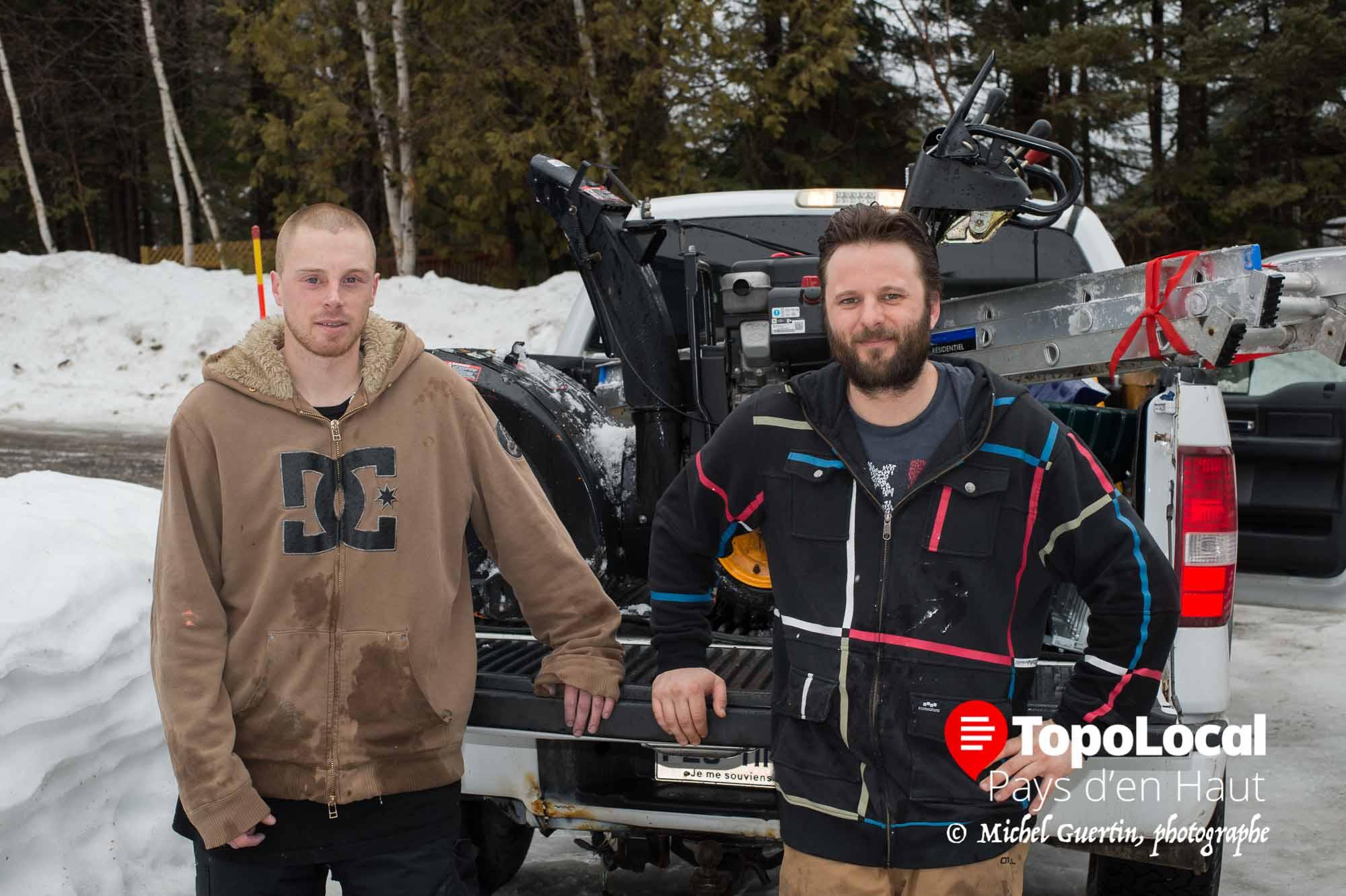 Merci à ces deux jeunes entrepreneurs Adélois Jonathan Torunski et Christophe Lalande-Gauthier de la compagnie Boreal pour l'excellent travail qu'ils ont fait pour déblayer le toît de notre résidence. Messieurs, vous faites un travail exceptionnel. Deux très bons entrepreneurs.