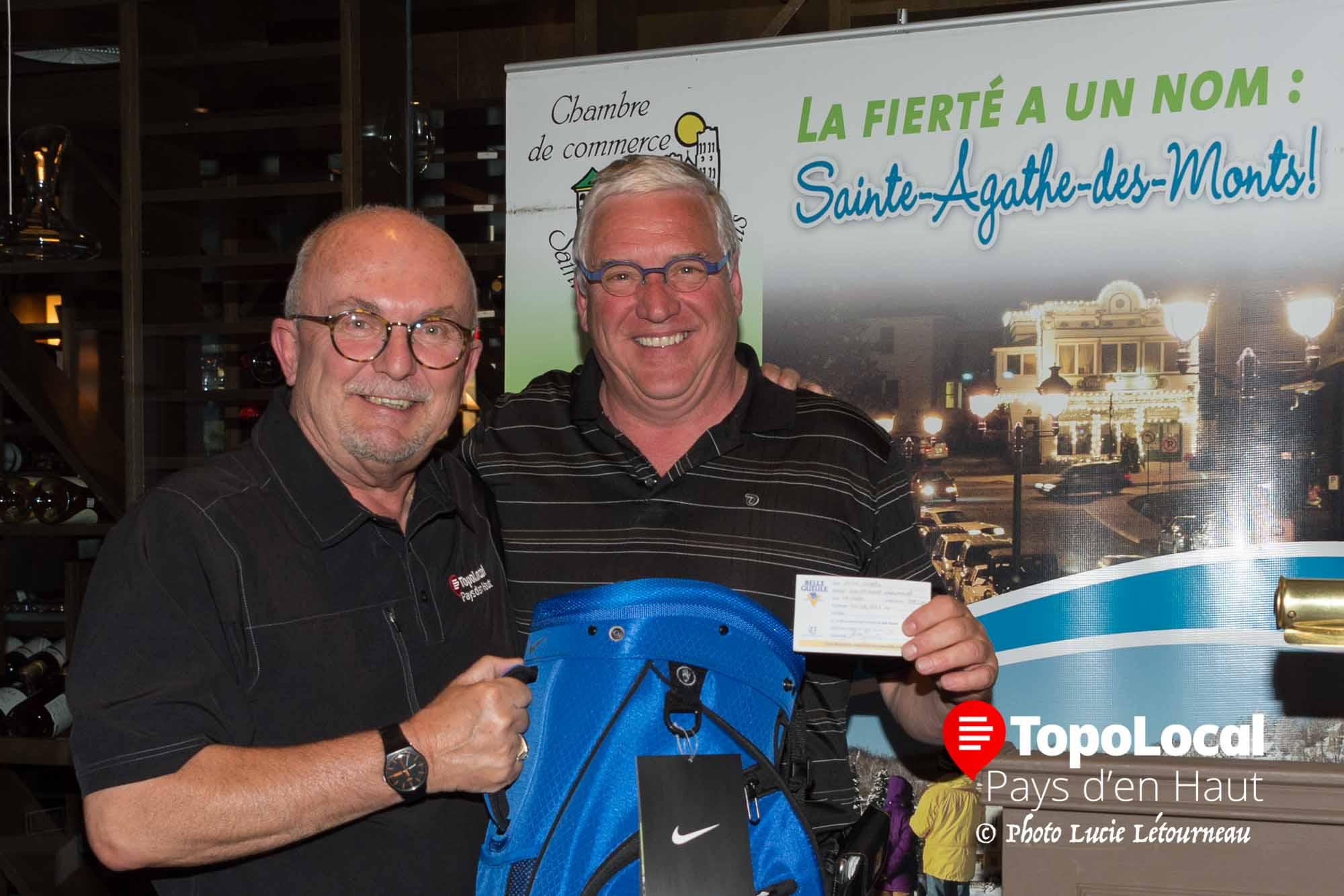 J'ai eu la chance de gagner un sac de golf offert par Jacques Dufresne propriétaire du Metro de Val-David. Ma compétence pour gagner ce prix fut de remplir un billet de participation et d'être chanceux...
