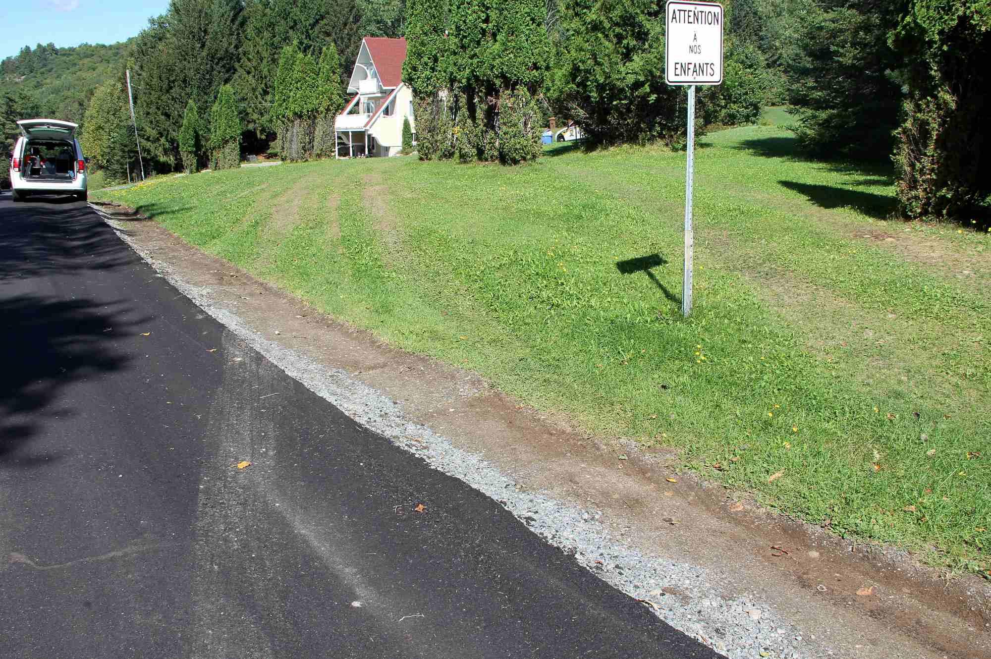 au-debut-les-policiers-ont-roule-sur-le-terrain-pour-aller-directement-a-la-maison-img_3326