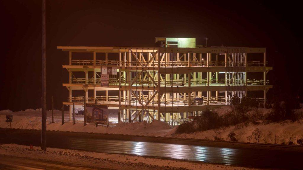 Le chantier de la Tour Saint-Jérôme en janvier 2017. C'est sur le terrain voisin qu'on aménagerait un autre édifice pour le laboratoire d'imagerie médicale.