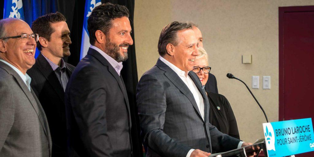 François Legault, chef de la Coalition avenir Québec, annonce que Bruno Laroche est le candidat de son parti pour l'élection à venir à Saint-Jérôme.