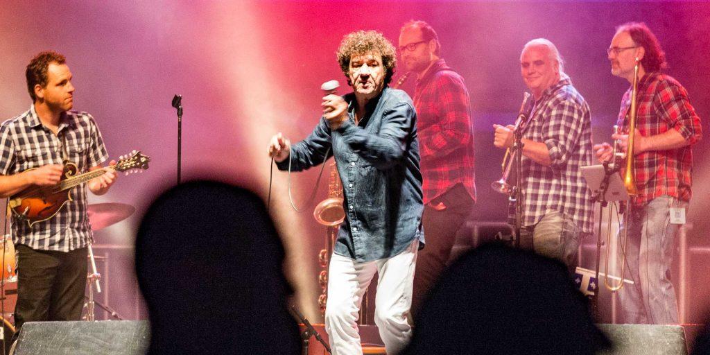 Robert Charlebois sur scène lors du spectacle de la Fête nationale à Saint-Jérôme, le 23 juin 2016.