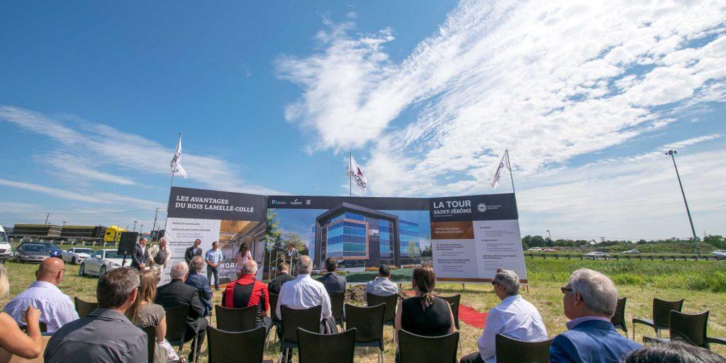 Les promoteurs de la Tour Saint-Jérôme ont invité la communauté d'affaires de Saint-Jérôme sur les lieux mêmes du futur édifice, du côté Ouest de l'autoroute 15 à hauteur de la sortie 41, le 5 juillet 2016.