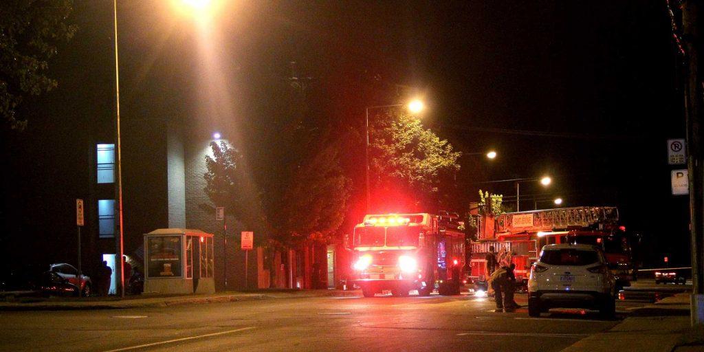 Ça sentait la fumée et il y avait des pompiers sur la rue Latour, dans la nuit du 13 août 2016.