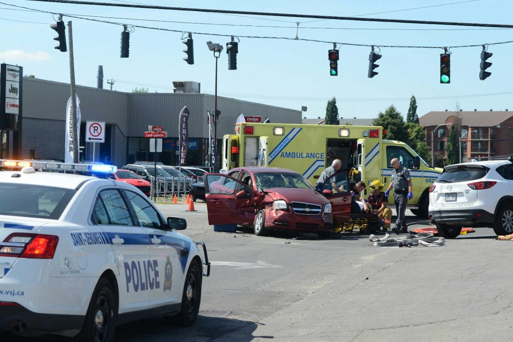 Un accident à l'intersection de la route 117 et du boulevard Lafontaine, le 6 septembre 2016 à Saint-Jérôme.