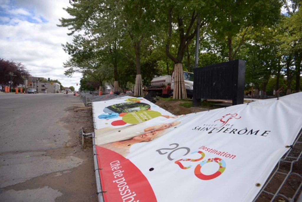 La clôture qui entour ele parc Labelle pendant les travaux est tombée, le 11 septembre 2016, au centre-ville de Saint-Jérôme.