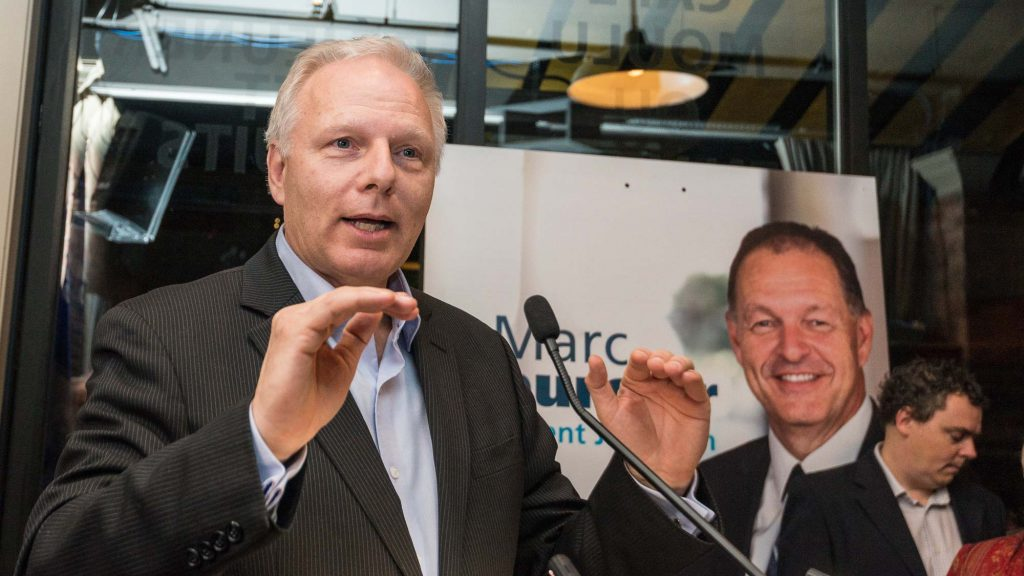 Le chef du Parti québécois Jean-François Lisée lançait vendredi soir la campagne de Marc Bourcier.