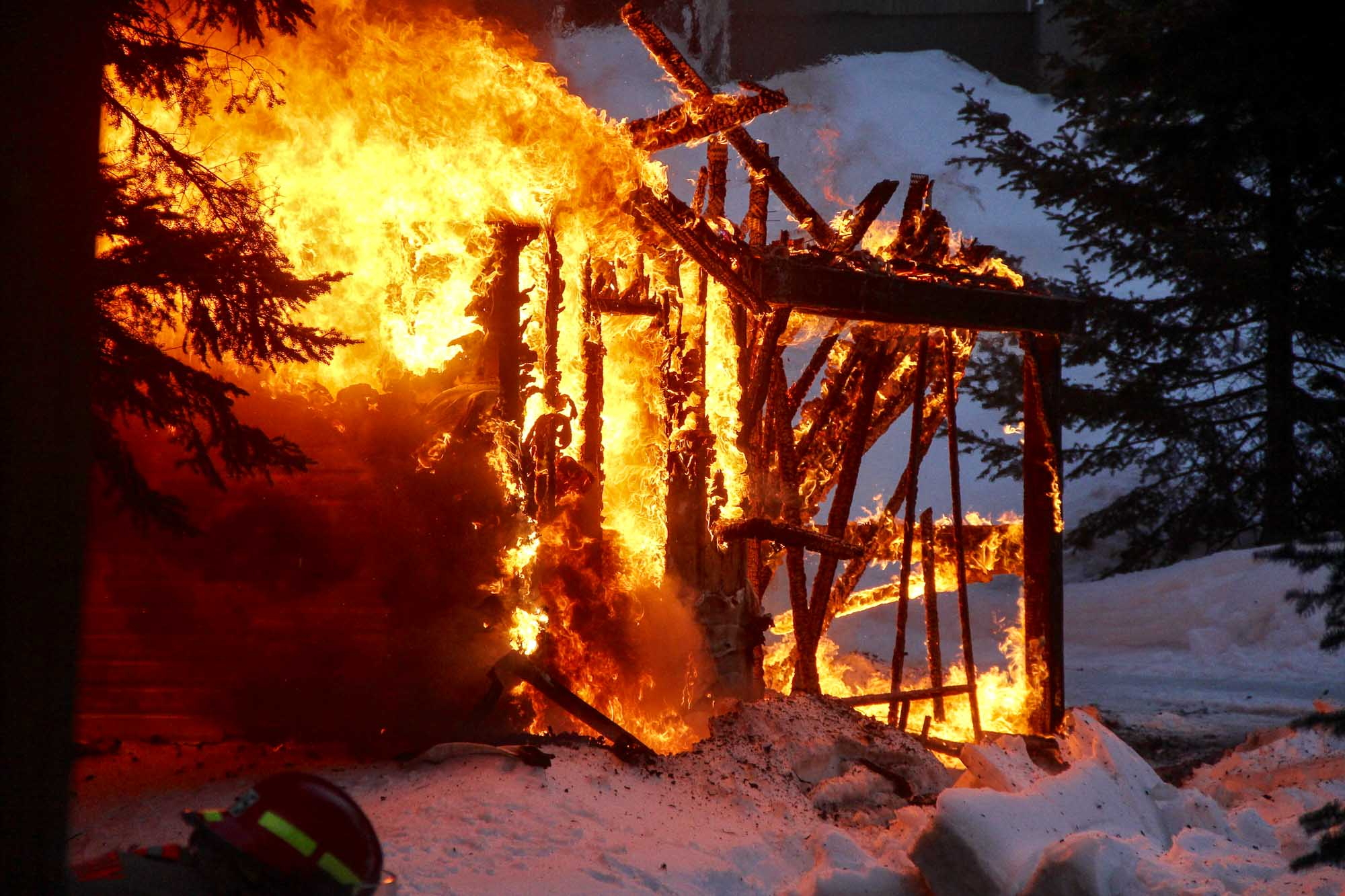 Un feu dans la montagne à Val-Morin - TopoLocal Saint-Jérôme