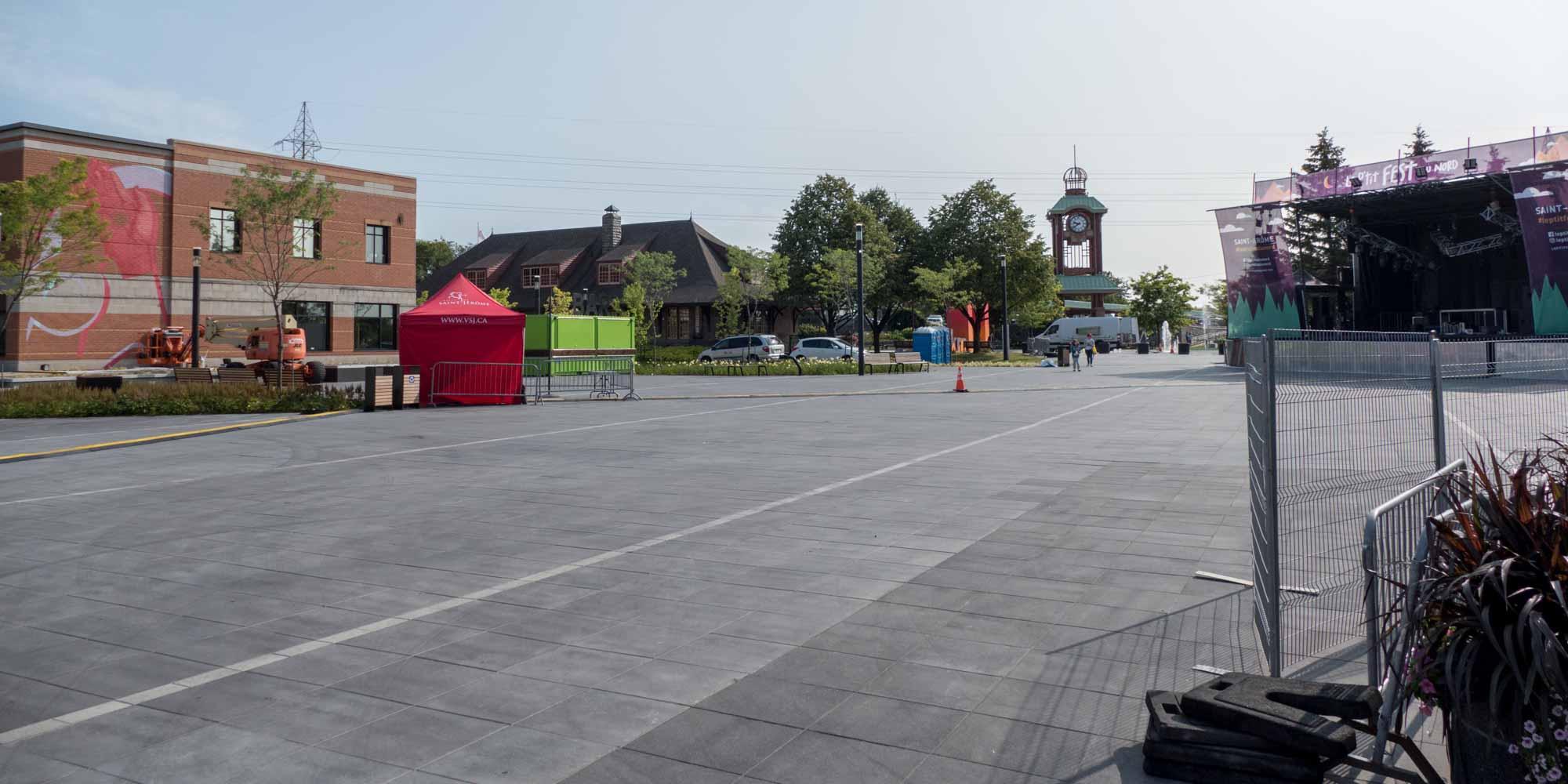 La Place des festivités est prête à accueillir le P'tit Fest du Nord, vendredi et samedi, les 25 et 26 août 2017 à Saint-Jérôme.