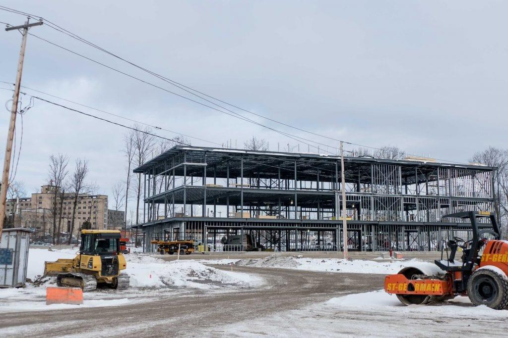 La structure qui devait accueillir le laboratoire d'imagerie médicale offrira aussi d'autres services médicaux, en bordure du boulevard J.-B.-Rolland et voisine de l'hôpital.