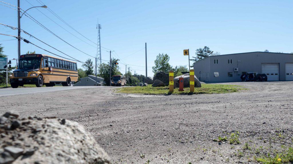 L'entrée du stationnement de Camion MR où l'incident rapporté a eu lieu, sur la rue De Martigny Ouest à Saint-Jérôme.