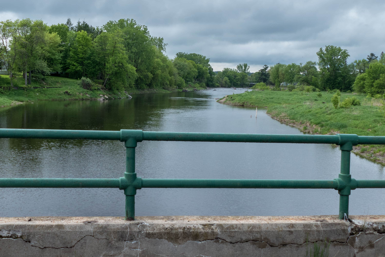 Vue de la rivière du Nord, à partir du barrage de la centrale électroque abandonnée, le 30 mai 2017.