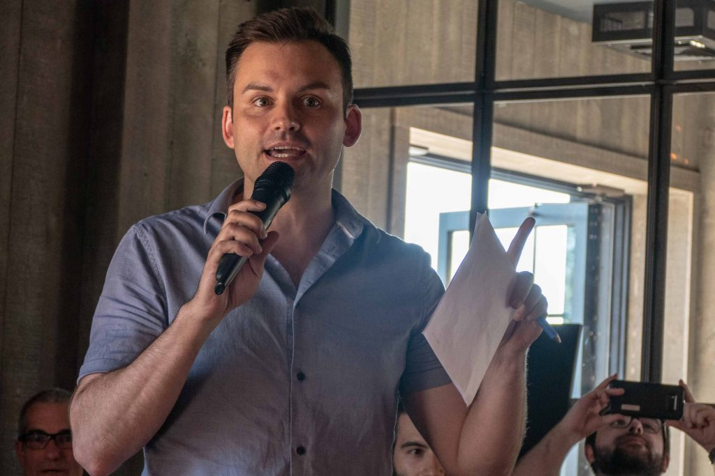 Paul Saint-Pierre Plamondon alors qu'il s'adressait à des militants du Parti québécois, le 3 juillet 2018 au Shawbridge de Prévost.