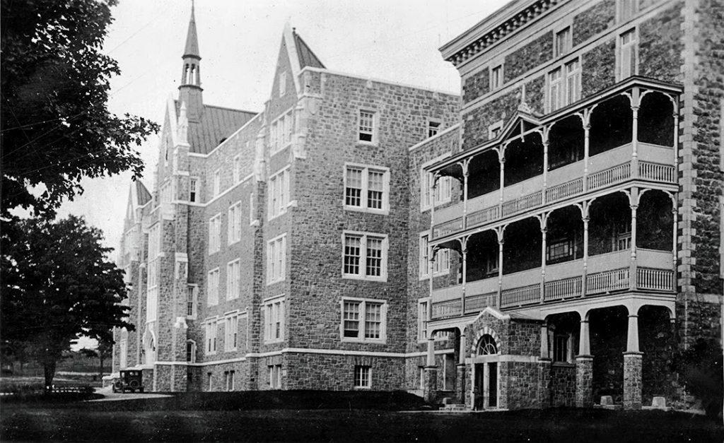 L'École normale a bien changé maintenant qu'il s'agit du Cégep de Saint-Jérôme.
