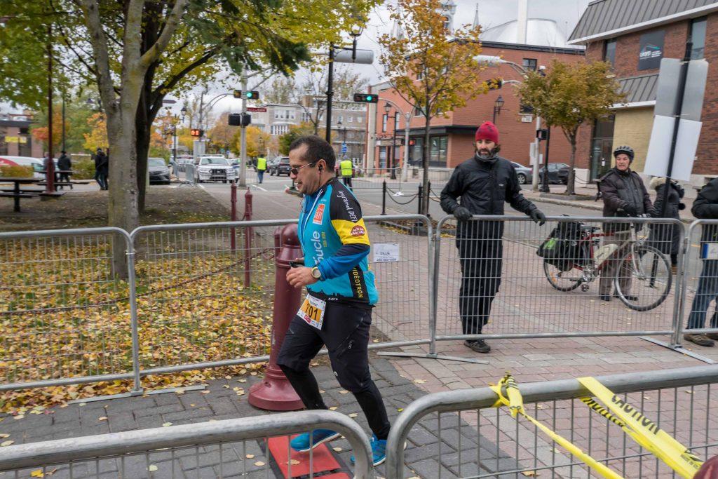 Les coureurs de demi-marathon partaient de Piedmont, ceux qui parcouraient les 42,2 km partaient de Val-David.