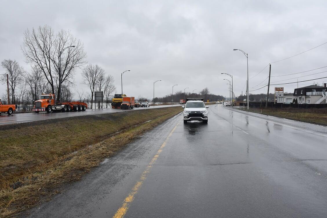 La route 117 reste fermée à la circulation, même après une semaine. Photo par Alain St-Jean